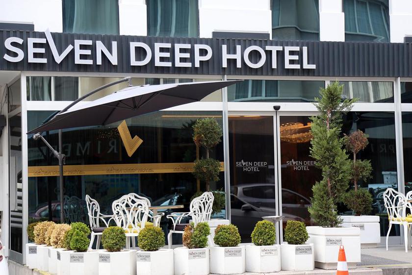 هتل Seven deep